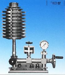 重錘型圧力基準器FKO型